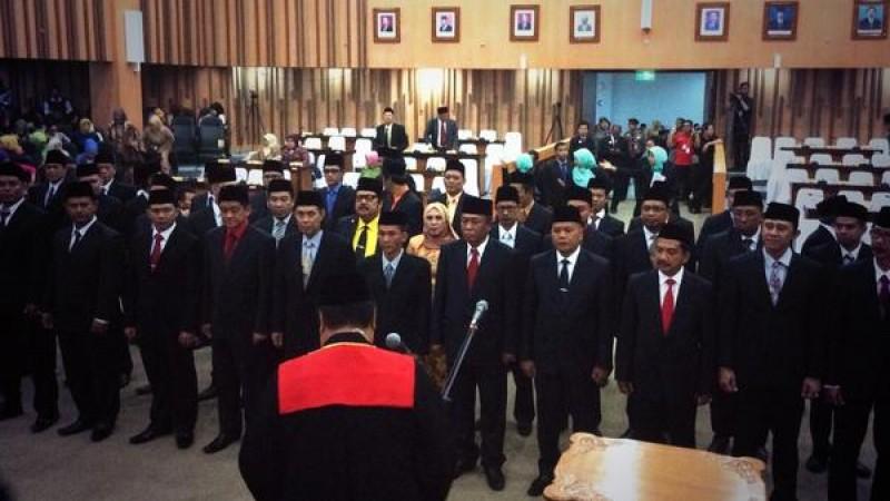 50 Orang Anggota DPRD Saat Dilantik Ketua PN Kota Bandung