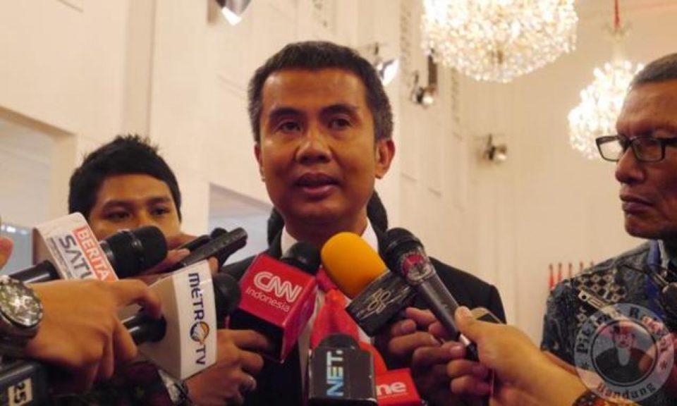 Istana Bantah, Presiden Jokowi Bagi Sembako Sabtu Malam di Bogor ...